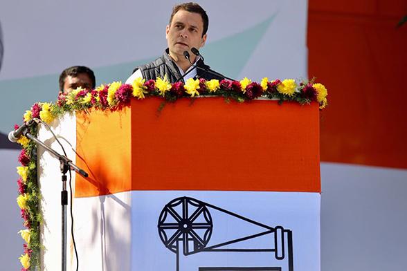 पार्टी मुख्यालय में कार्यक्रम को संबोधित करते राहुल गांधी