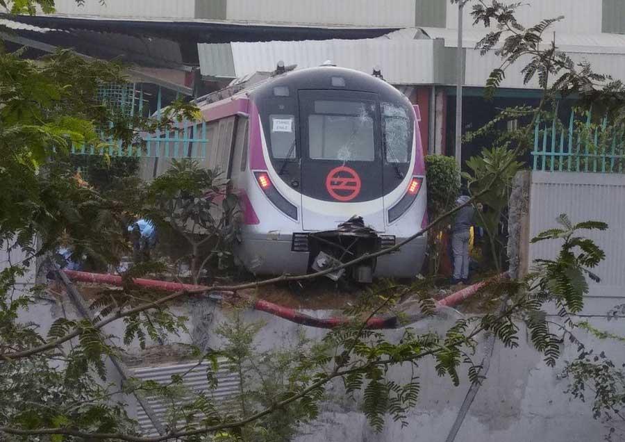 हादसे का शिकार मेट्रो