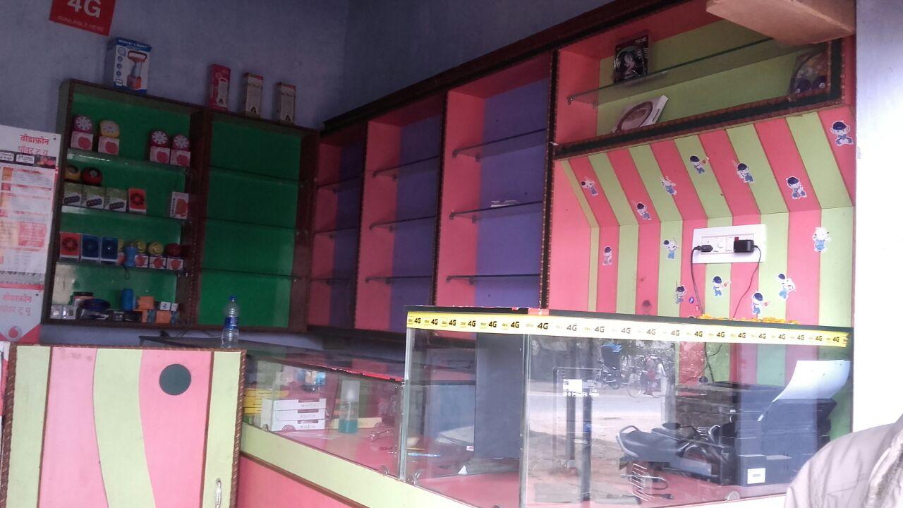चोरी के बाद खाली दुकान