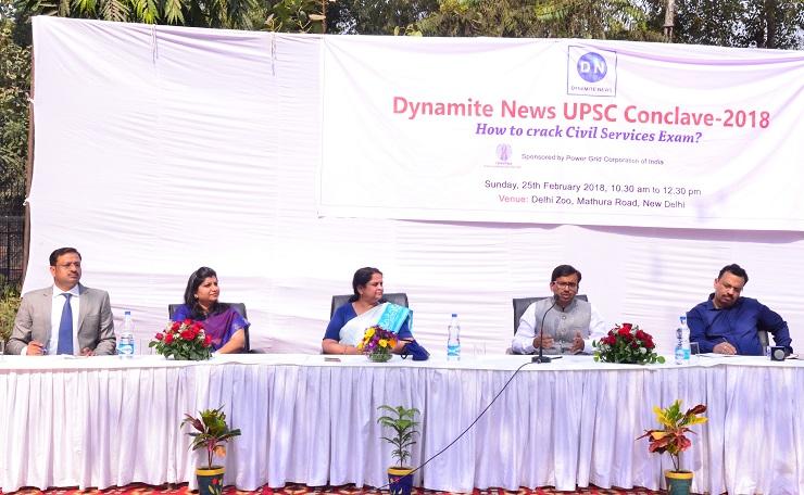 मंचासीन अतिथि (बाएं से दाएं) मनोज टिबड़ेवाल आकाश, मयूषा गोयल, डा. अरुणा शर्मा, अंकित अग्रवाल और अमिताभ यश