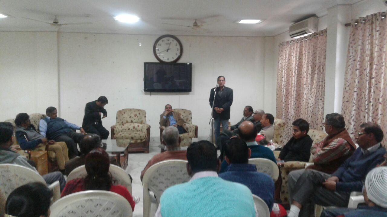 बैठक को संबोधित करते मैती आंदोलन के प्रणेता के एस रावत