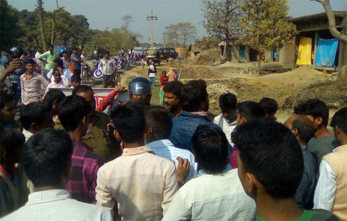 ग्रामीणों ने किया नौतनवा-ठूठीबारी मार्ग जाम