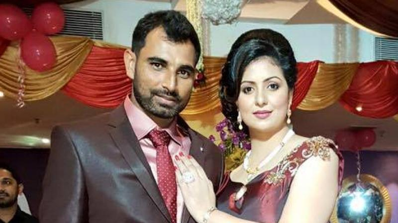 पत्नी के साथ शमी (फाइल फोटो)