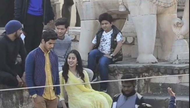 फिल्म धड़क'  के सेट पर जाह्नवी कपूर