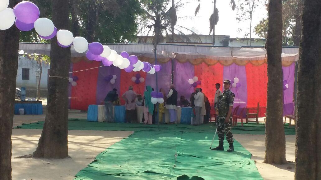 गोरखपुर में मतदान का दृश्य