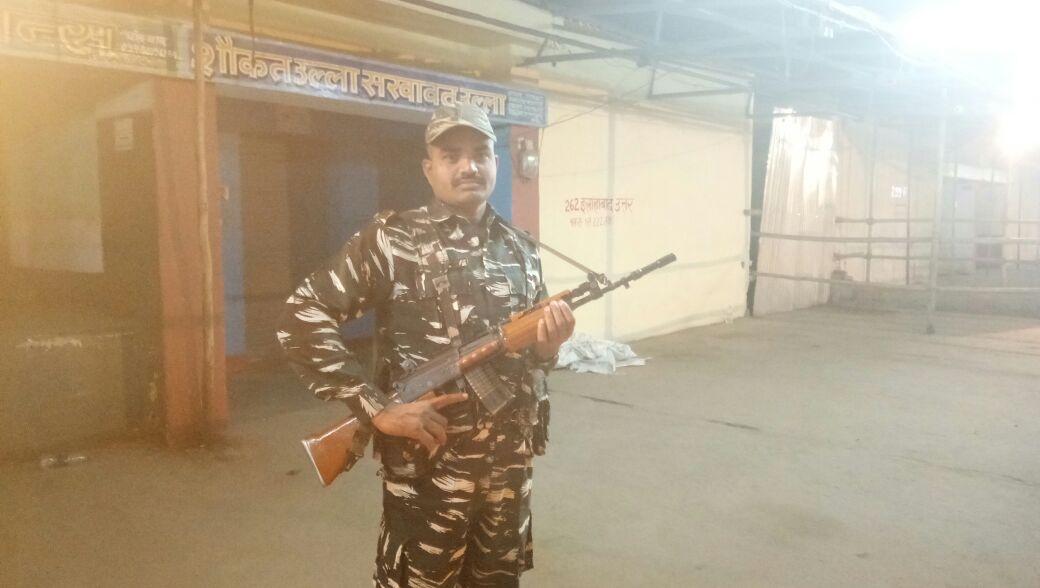 मतगणना स्थल पर तैनात सुरक्षाकर्मी