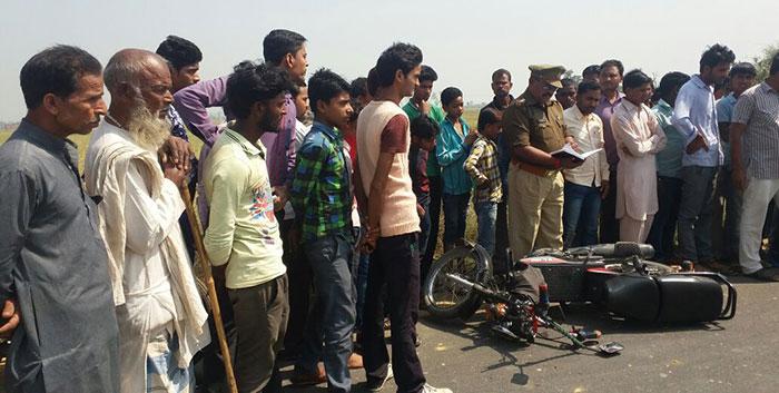 हादसे के बाद घटनास्थल पर मौजूद पुलिस और जनता