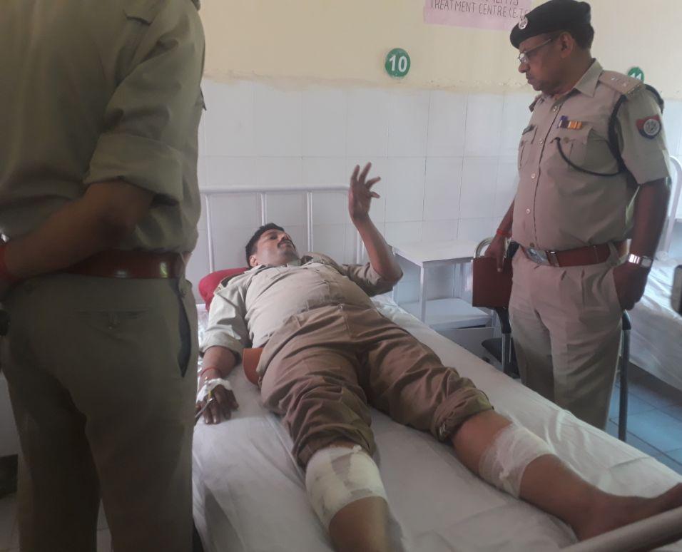 घायल पुलिसकर्मी