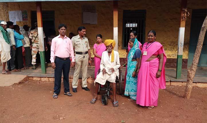 वोटिंग स्थल की तस्वीर