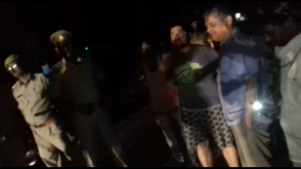 घटना के बाद मौके पर मौजूद पुलिस व ग्रामीण