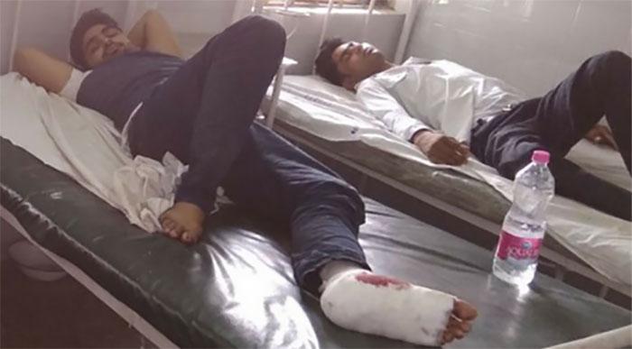 इलाज के लिये अस्पताल में भर्ती घायल