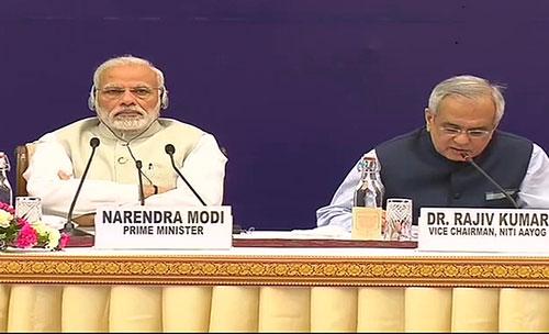 बैठक में पीएम मोदी और नीति आयोग के वाइस चैयरमैन डा. राजीव कुमार