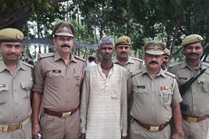 पुलिस की गिरफ्त में आरोपी