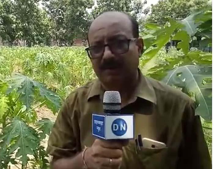 डाइनामाइट न्यूज़ से बात करते उप कृषि निदेशक डॉ एके मिश्रा