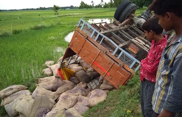 हादसे का शिकार हुआ ट्रक