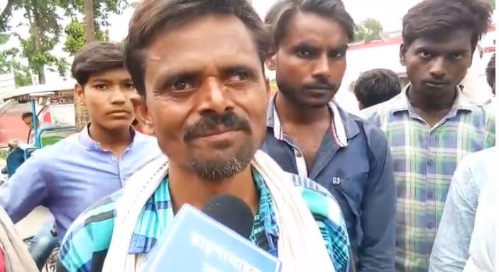 आरोपी की गिरफ्तारी की मांग पर अड़े ग्रामीण