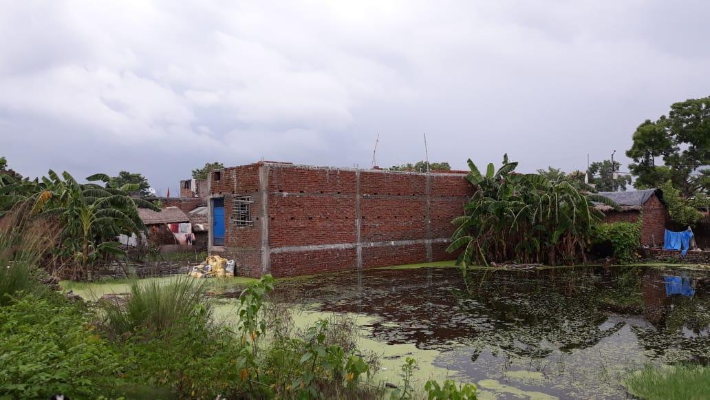 क्षेत्र में जलभराव से लोग परेशान
