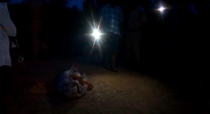 रात को खुदाई कर निकाला गया शव