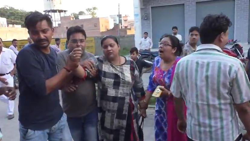 घटना के बाद रोते-विलखते परिजन