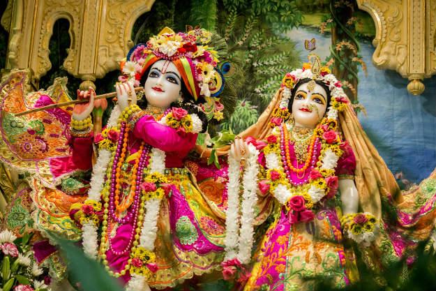 भगवान कृष्ण और राधा की मनमोहक तस्वीर