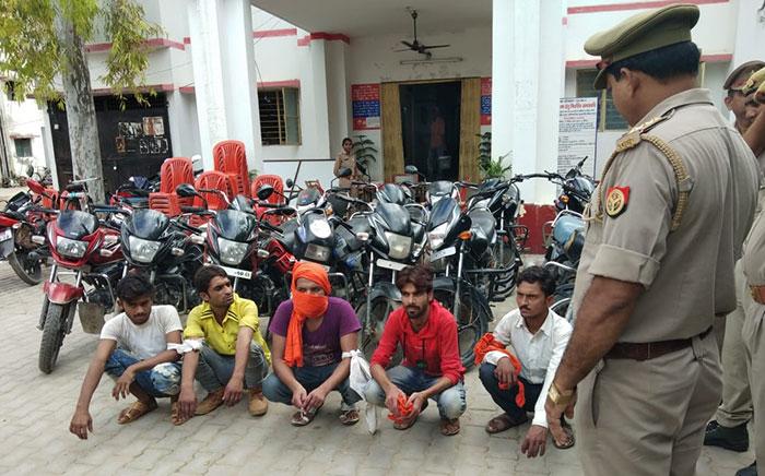 पुलिस की गिरफ्त में शातिर वाहन चोर