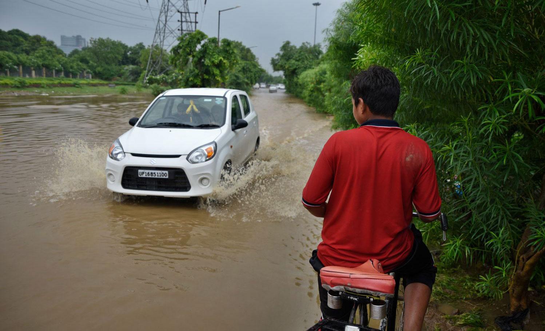 यूपी में कई सड़कें भी जलमग्न