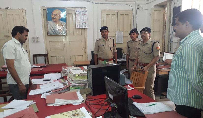 पुलिस अधीक्षक राहुल राज निरीक्षण के दौरान