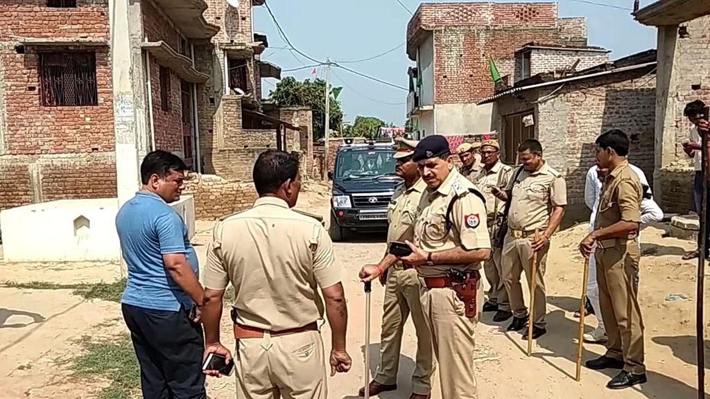 ग्राम सभा बरगदवा में तैनात भारी पुलिस बल