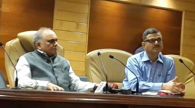 प्रेस कॉन्फ्रेंस में मुख्य सचिव अनूप चंद्र पाण्डेय और अपर मुख्य सचिव प्रभात कुमार, शिक्षा विभाग