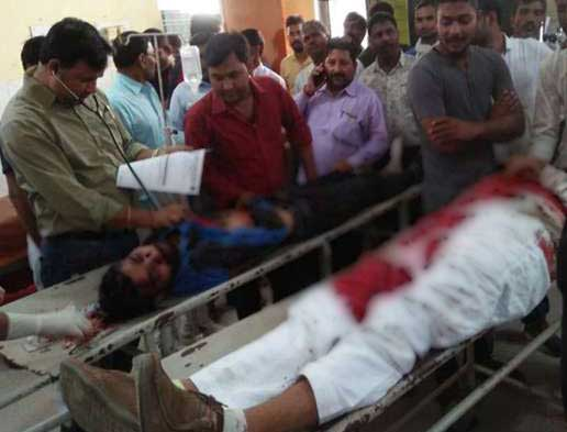 बसपा नेता और उनके ड्राइवर को लहुलुहान अवस्था में अस्पताल ले जाया गया