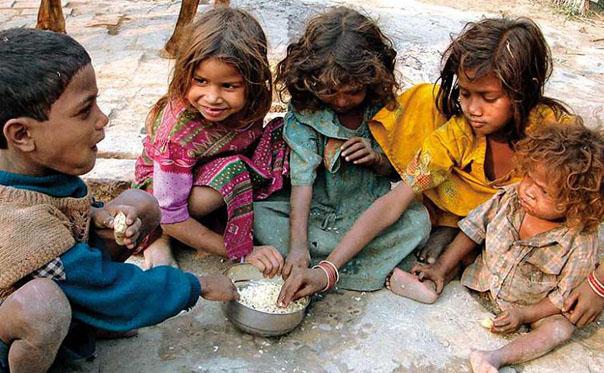 कुपोषण का शिकार हो रहे बच्चे (फाइल फोटो)