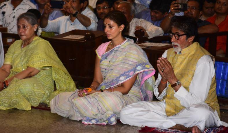 अमिताभ अपनी पत्नी और बेटी के साथ