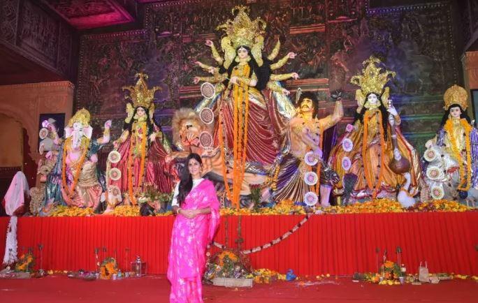 दुर्गा मां के सामने कैटरीना कैफ
