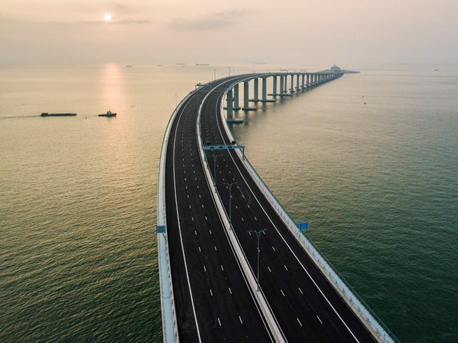 दुनिया का सबसे लंबा समुद्री पुल