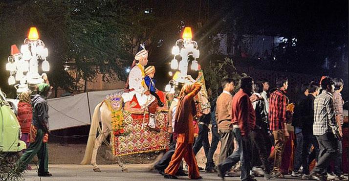 घोड़ी पर सवार दूल्हा और नाचते बाराती (फाइल फोटो)