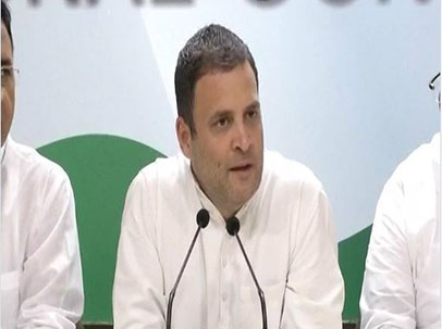 प्रेस कॉन्फ्रेंस के दौरान राहुल गांधी