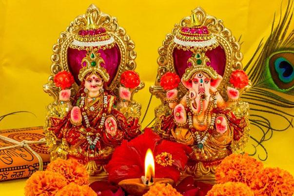 दिवाली पर मां लक्ष्मी और भगवान गणेश की पूजा-अर्चना