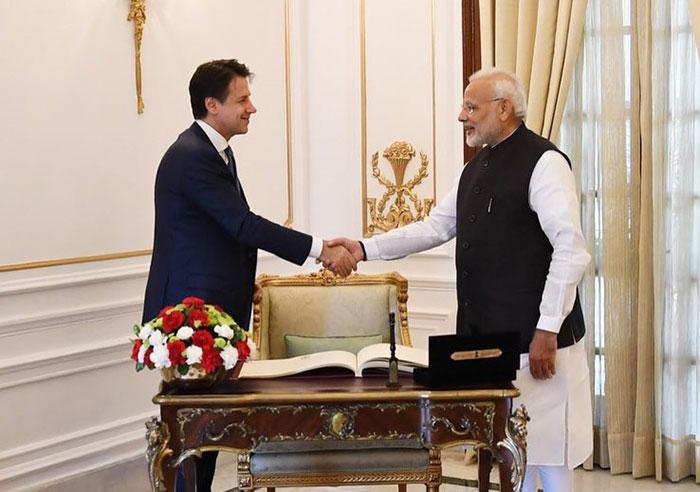 पीएम नरेंद्र मोदी व इटली के प्रधानमंत्री जुज़ेप कोन्ते