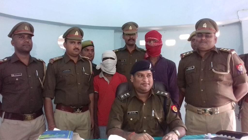 पुलिस गिरफ्त में हत्यारोपी