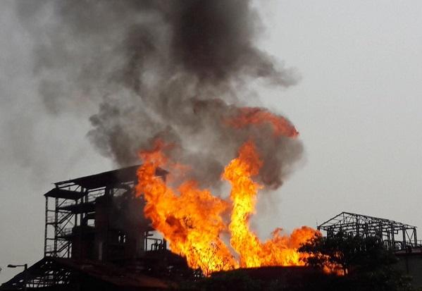 चीनी मिल में लगी आग (प्रतीकात्मक तस्वीर)