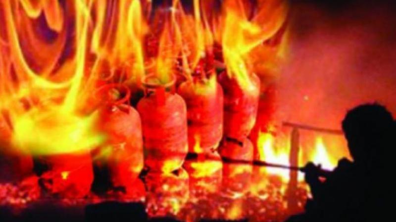 गैस रिसाव से लगी आग (सांकेतिक तस्वीर)