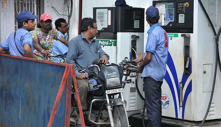 पेट्रोल- डीजल के दामों में आई गिरावट