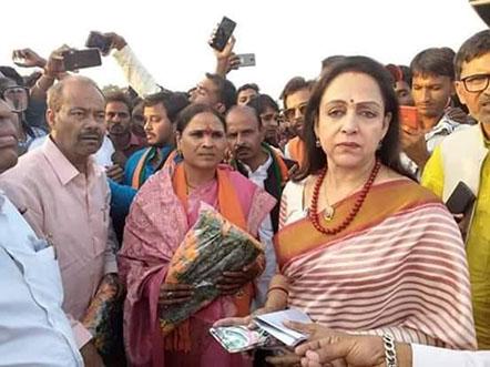 BJP सांसद हेमा मालिनी चुनाव प्रचार के लिये पहुंची मध्य प्रदेश
