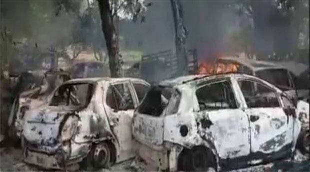 बुलंदशहर हिंसा की आग में स्वाह हुई गाड़ियां