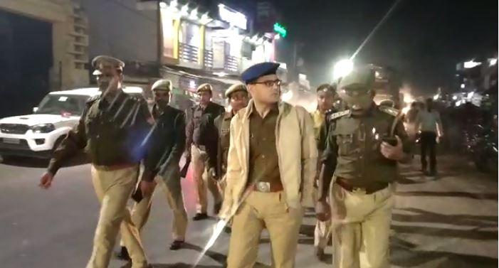 नगर का भ्रमण करते पुलिस अधीक्षक रोहित सिंह सजवान