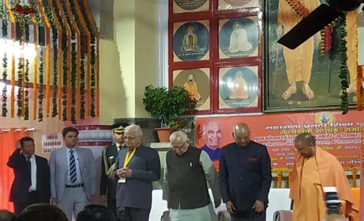 गोरखनाथ मंदिर पहुंचे राष्ट्रपति रामनाथ कोविंद