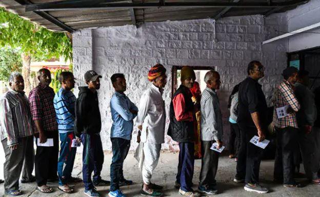 कड़ी सुरक्षा व्यवस्था के बीच वोटों की गिनती शुरू