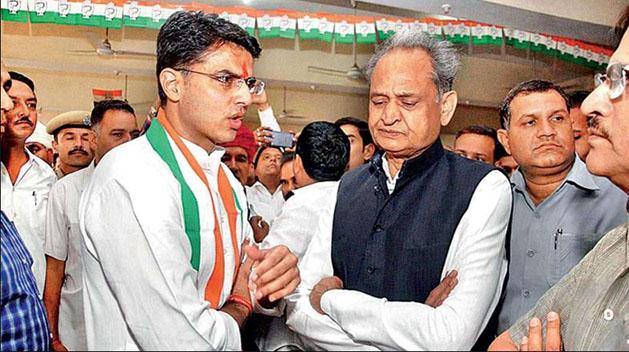 राजस्थान में CM के लिए लगे गहलोत-पायलट के नारे
