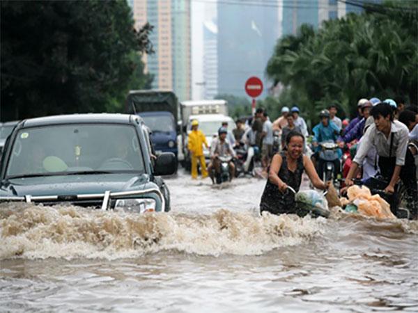 बाढ़ ने वियतनाम में मचाई तबाही