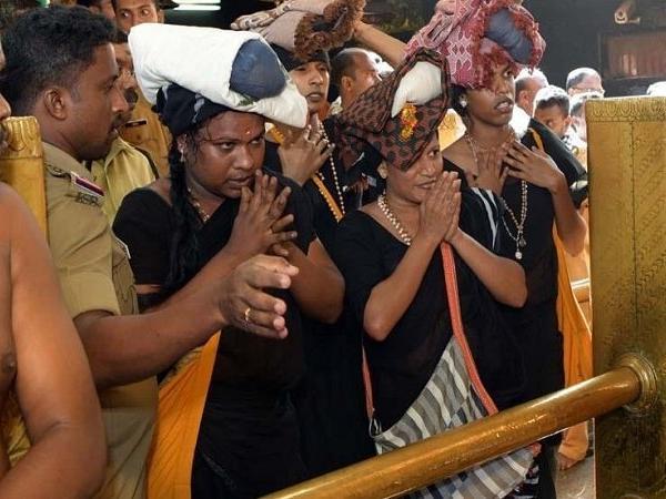 सबरीमाला मंदिर में पूजा करते चार ट्रांसजेंडर
